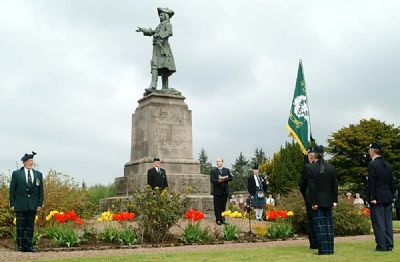 Cameronian Sunday service at Earl of Angus monument 2004
