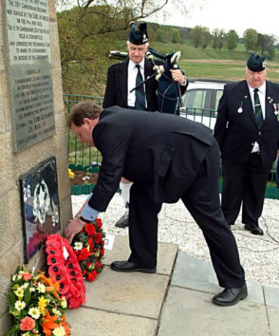 local mp d mundell lays a wreath at cameronian cairn during 2006 service